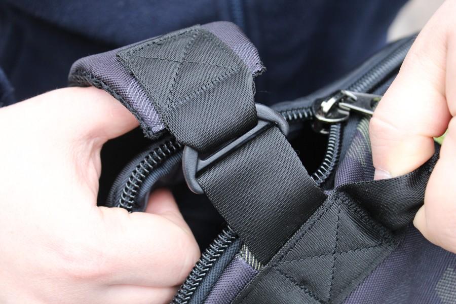 Szelki zabezpieczające laptopa w plecaku