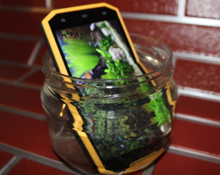 Wodoodporny smartfon Goclever Quantum 5 500 Rugged