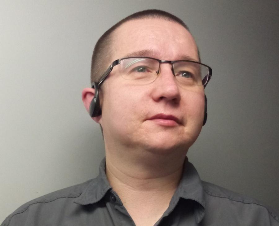 Słuchawki na głowie