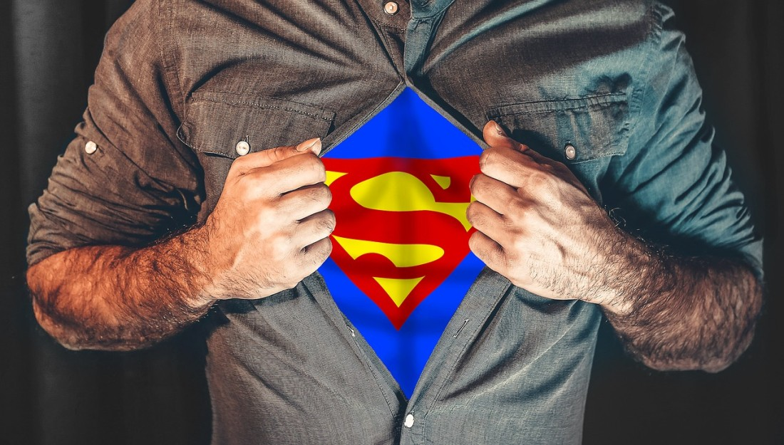 Mężczyzna w koszuli. Superman
