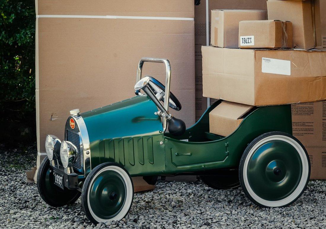 Stary samochód zabawka
