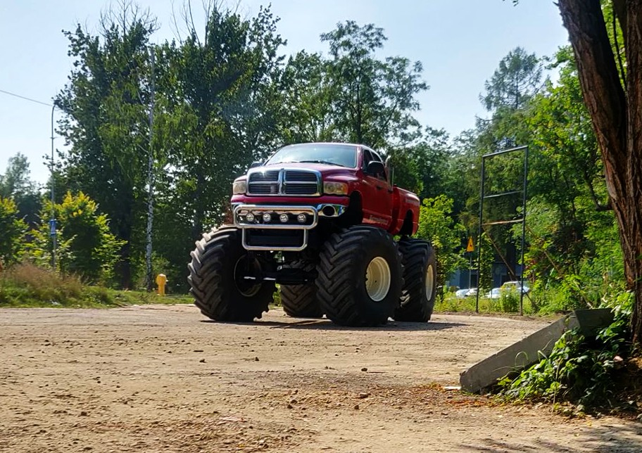 Jazda Monster Truckiem na prezent