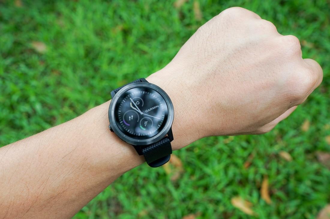 Smartwatch na ręce