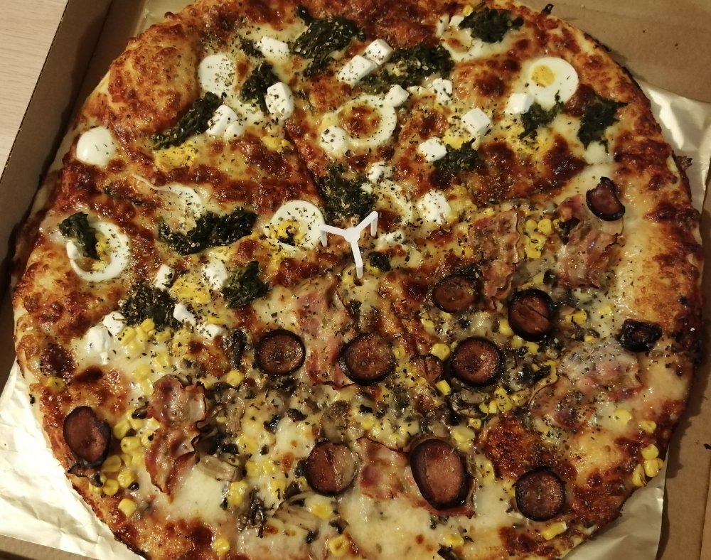 Zajebista pizza połówkowa z jajkiem i szpinakiem