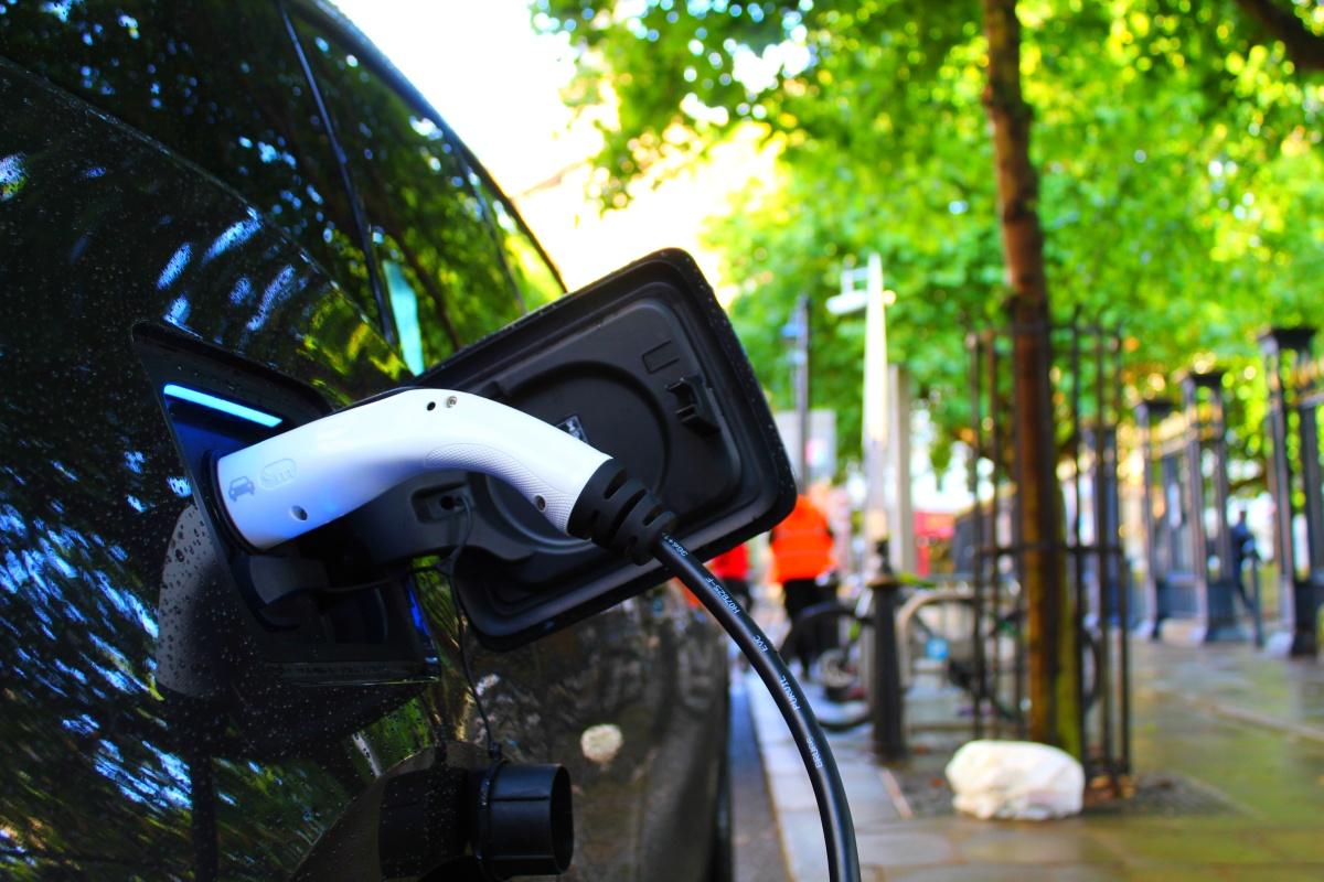 Ładowanie energii w samochodzie elektrycznym